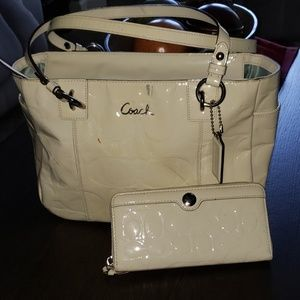 Coach F17723 Ivory Patent Leather Tote Wallet Set